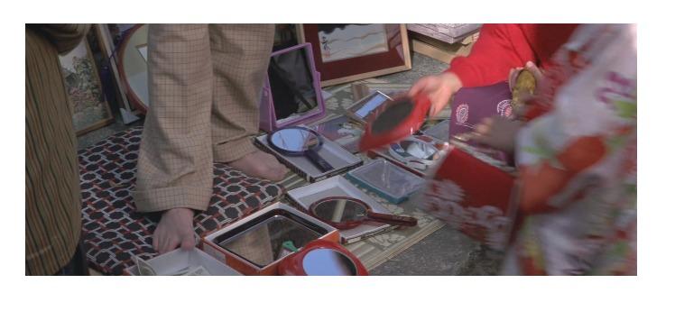 第30作「男はつらいよ 花も嵐も寅次郎」で寅さんが啖呵売した商品「手鏡、正月の縁起物」